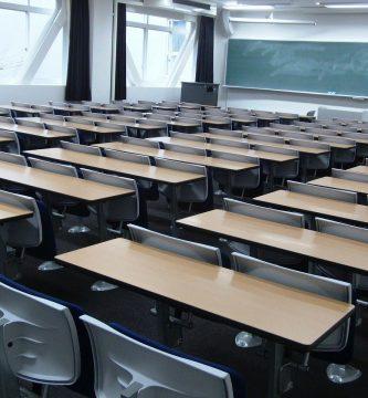¿Qué se debe tener en cuenta al momento de elegir mesas y sillas escolares?